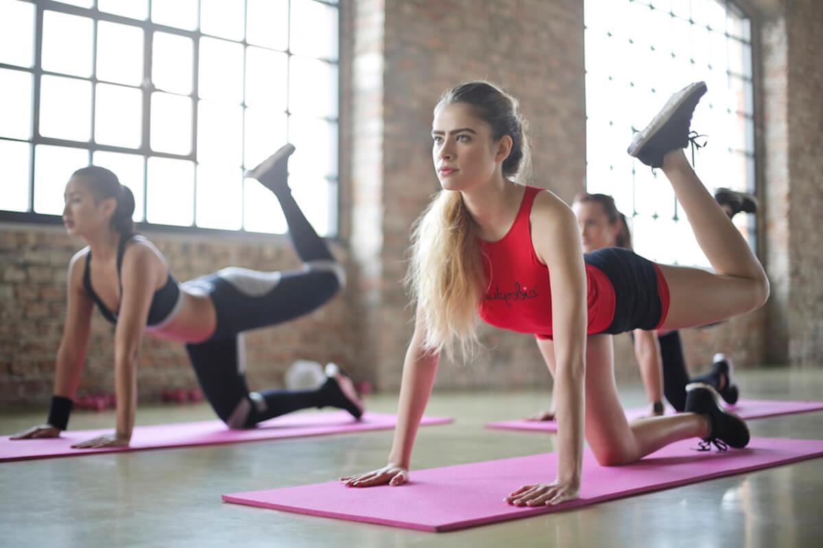 thảm tập yoga loại nào tốt phòng tập